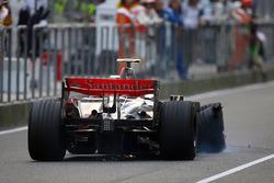 Heikki Kovalainen, McLaren MP4/23 tiene un pinchazo