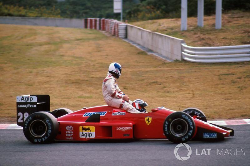 Suzuka 1988 : Gerhard Berger (Ferrari) ramène Derek Warwick (Arrows)