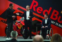 Hubert Trunkenpolz, miembros deKTM, Pit Beirer, responsables de la división de competición de KTM y