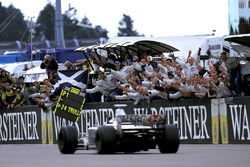 Johnny Herbert, Stewart Ford SF3 takes the checkered flag