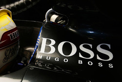 El logo de Hugo Boss en el Mercedes de Lewis Hamilton