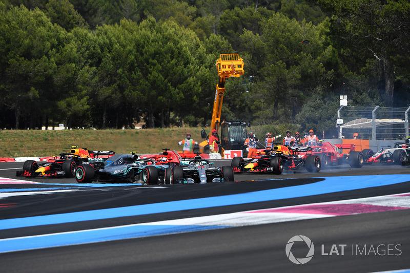 Sebastian Vettel, Ferrari SF71H trifft Valtteri Bottas, Mercedes-AMG F1 W09