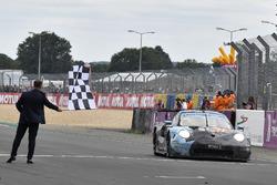 #77 Proton Competition Porsche 911 RSR: Christian Ried, Julien Andlauer, Matt Campbell, remporte le GTE Am