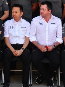 Голова Honda Motorsport Юсуке Хасегава, гоночний директор McLaren Ерік Бульє