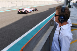 Nico Rosberg, Mercedes-Benz Ambassador observes the car of Nikita Mazepin, Sahara Force India VJM10