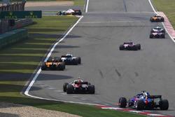 Сергей Сироткин, Williams FW41, Стоффель Вандорн, McLaren MCL33, Шарль Леклер, Alfa Romeo Sauber C37, и Брендон Хартли, Scuderia Toro Rosso STR13