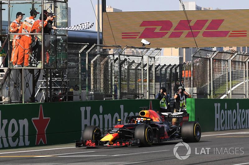Race winner Daniel Ricciardo, Red Bull Racing RB14 takes the chequered flag