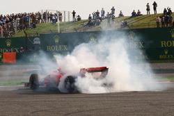 Sebastian Vettel, Ferrari SF71H trompea tras su toque con Max Verstappen, Red Bull Racing RB14