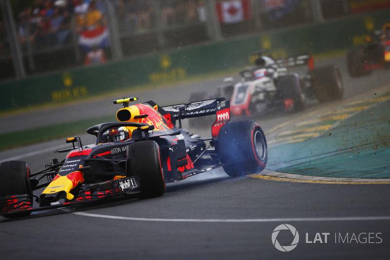 Разворот: Макс Ферстаппен, Red Bull Racing RB14, Ромен Грожан, Haas F1 Team VF-18