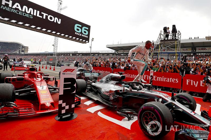 Lewis Hamilton, Mercedes AMG F1, galibiyeti kutluyor