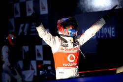Il vincitore della gara Jenson Button, McLaren