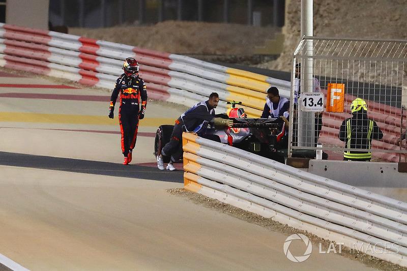 Max Verstappen, Red Bull Racing RB14 Tag Heuer, se retira de la carrera