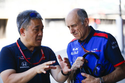 Masashi Yamamoto, General Manager, Honda Motorsport, and Franz Tost, Team Principal, Toro Rosso