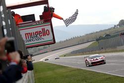 Checkered flag for #8 Octane 126 Ferrari 488: Fabio Leimer