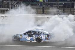 Yarış galibi Kevin Harvick, Stewart-Haas Racing, Ford Fusion Busch Light