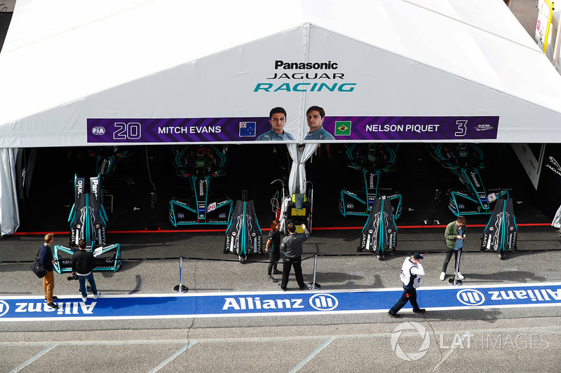 Garages of Mitch Evans, Jaguar Racing, Nelson Piquet Jr., Jaguar Racing