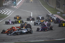 Valtteri Bottas, Mercedes AMG F1 W09, Kimi Raikkonen, Ferrari SF71H, Pierre Gasly, Toro Rosso STR13 Honda, Daniel Ricciardo, Red Bull Racing RB14 Tag Heuer, Esteban Ocon, Force India VJM11 Mercedes, Lewis Hamilton, Mercedes AMG F1 W09, et le reste du pelot
