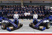Foto de grupo de Sauber con Marcus Ericsson, Pascal Wehrlein y el Sauber C36
