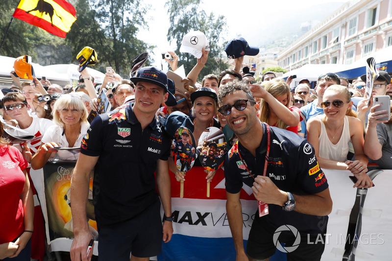 Daniel Ricciardo, Red Bull Racing, et Max Verstappen, Red Bull Racing