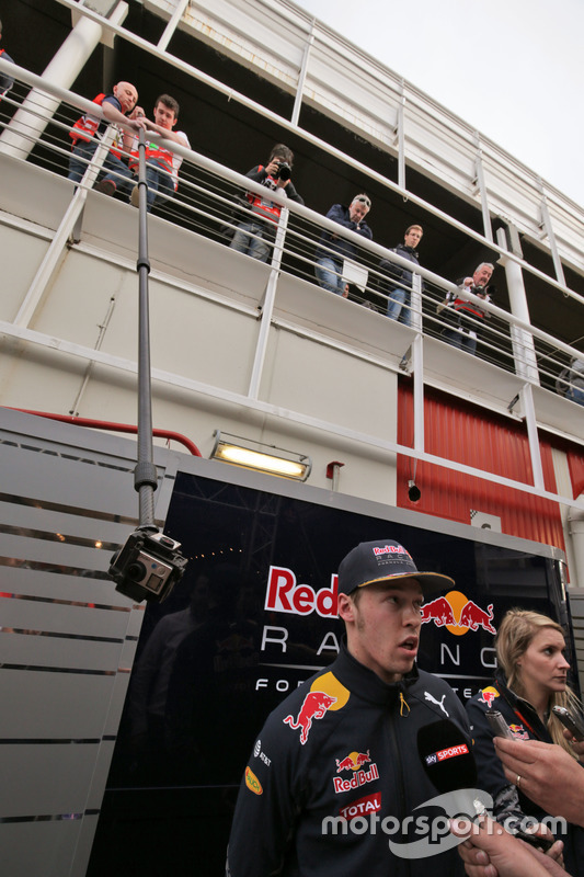 Daniil Kvyat, Red Bull Racing met de media