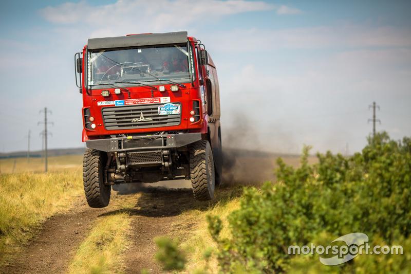 #309 MAZ-SPORTauto: Aleksandr Vasilevski, Dzmitry Vikhrenka, Anton Zaparoshchanka