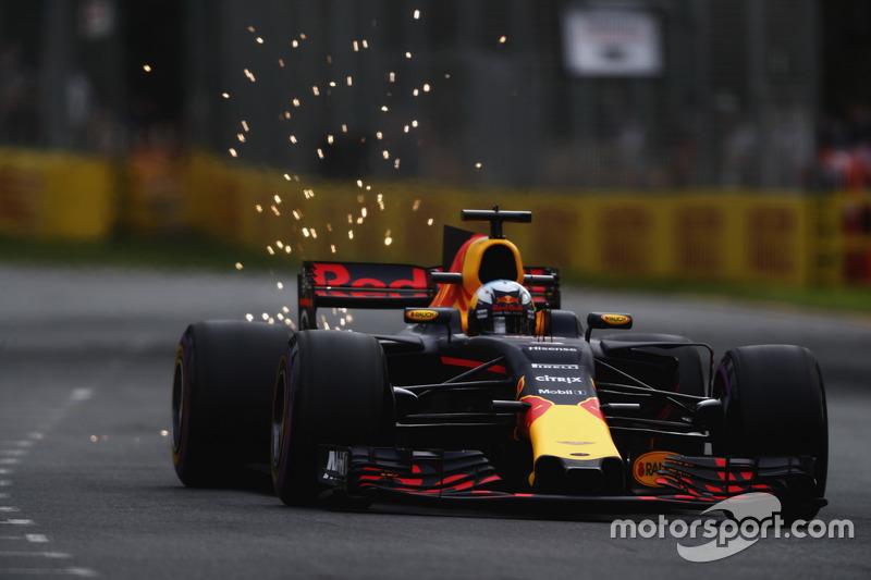 Chispas detrás del RB13 de Daniel Ricciardo
