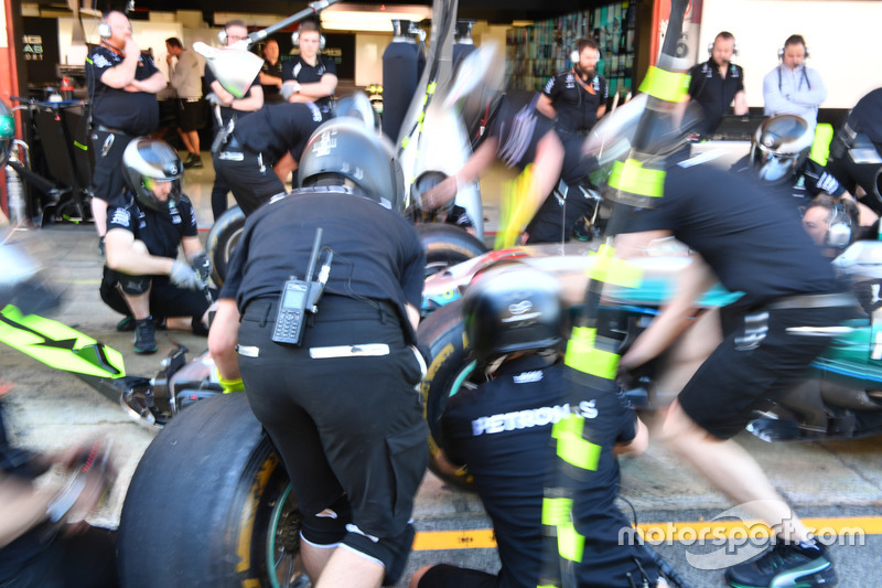Mercedes AMG F1 practice pit stops
