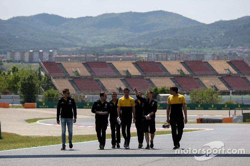 Jolyon Palmer, Renault Sport F1 Team walks the track, the team