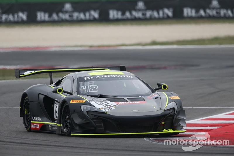 #42 Strakka Racing, McLaren 650S GT3: Nick Leventis, Lewis Williamson