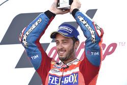 Andrea Dovizioso, Ducati Team, fête sa victoire sur le podium
