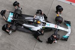 Lewis Hamilton, Mercedes AMG F1 W08, s'arrête aux stands