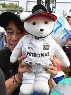 Fan and Mercedes AMG F1 bear