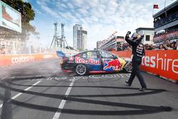 A verseny győztese: Shane van Gisbergen, Triple Eight Race Engineering Holden
