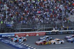 Kyle Busch, Joe Gibbs Racing Toyota Kyle Larson, Chip Ganassi Racing Chevrolet restart