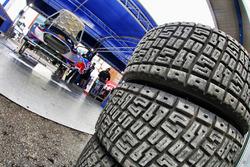 Reifen im Service-Park bei M-Sport