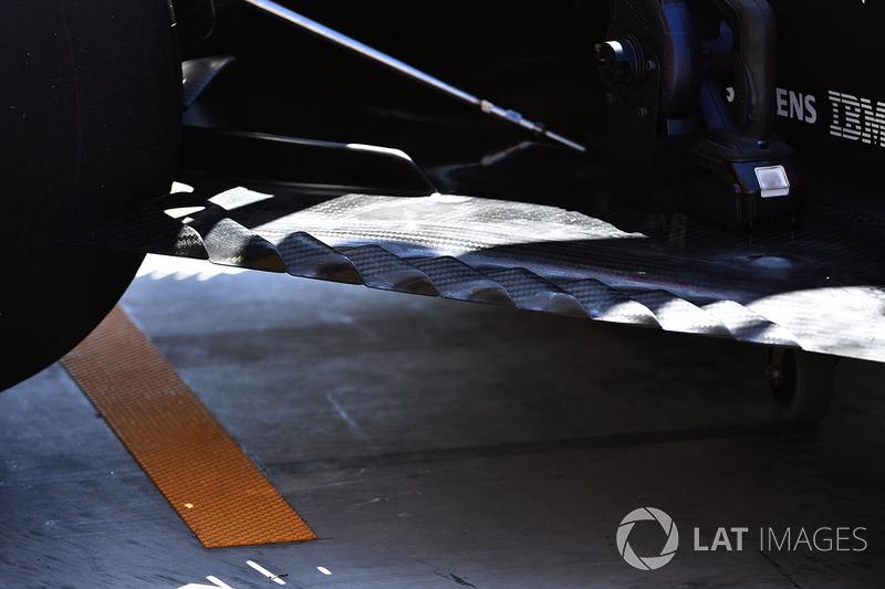 تفاصيل أرضية سيارة رينو