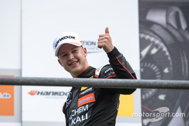 Podio: segundo lugar Nikita Mazepin, Hitech Grand Prix, Dallara F317 - Mercedes-Benz