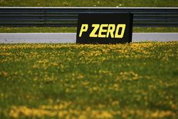 Markierungstafel von Pirelli: P Zero