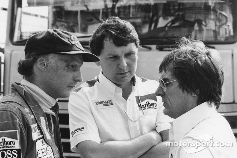 Niki Lauda, McLaren avec Bernie Ecclestone et John Barnard, designer McLaren