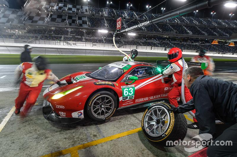 #63 Scuderia Corsa Ferrari 488 GT3: Christina Nielsen, Alessandro Balzan, Sam Bird, Matteo Cressoni,