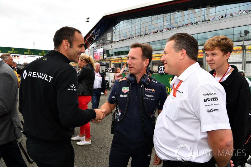 Керівник Renault Sport F1 Сіріль Абітбуль, консультант Red Bull Гельмут Марко, керівник Red Bull Racing Крістіан Хорнер, виконавчий директор McLaren Зак Браун