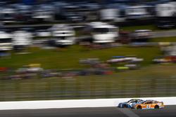 Clint Bowyer, Stewart-Haas Racing Ford, Jimmie Johnson, Hendrick Motorsports Chevrolet