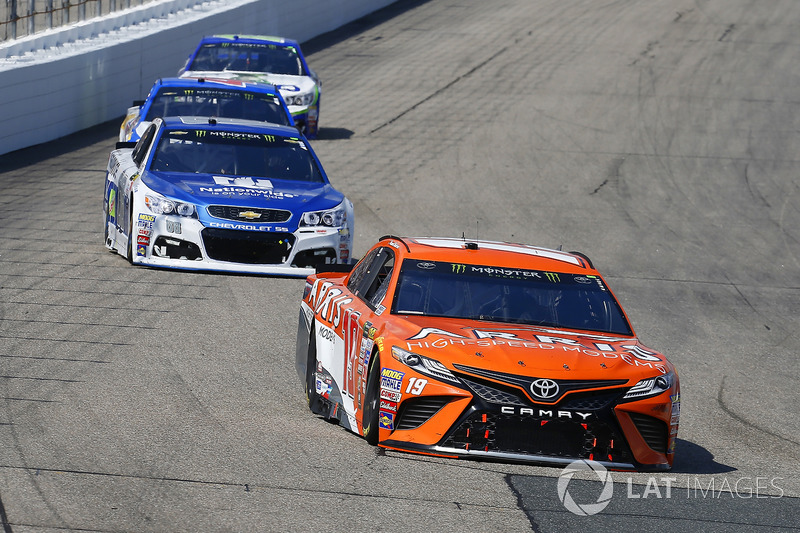 Daniel Suárez, Joe Gibbs Racing Toyota, Dale Earnhardt Jr., Hendrick Motorsports Chevrolet