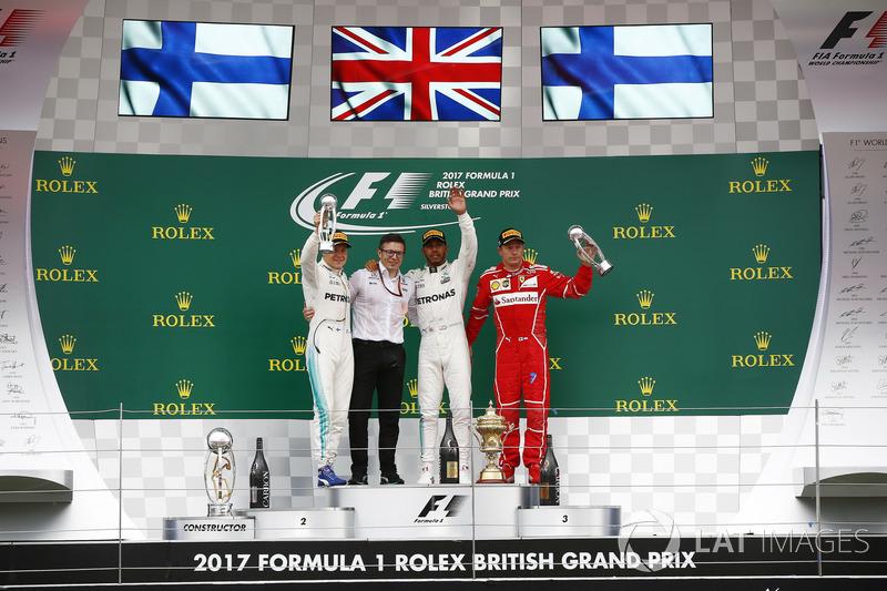 Segundo lugar Valtteri Bottas, Mercedes AMG F1, Peter Bonnington, Ingeniero de carrera, Mercedes AM,