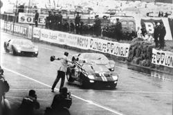 Первая победа Ford в «24 часах Ле-Мана», 1966: Брюс МакЛарен и Крис Эймон