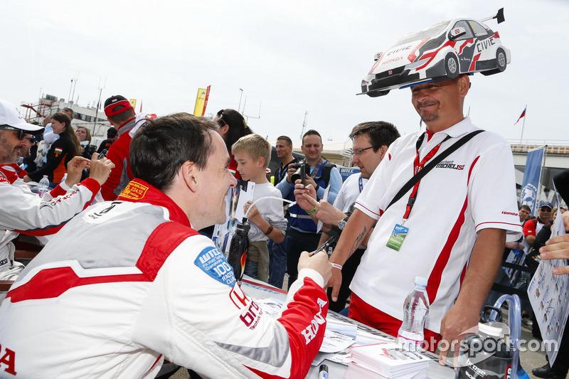 Norbert Michelisz, Honda Racing Team JAS, Honda Civic WTCC with fans