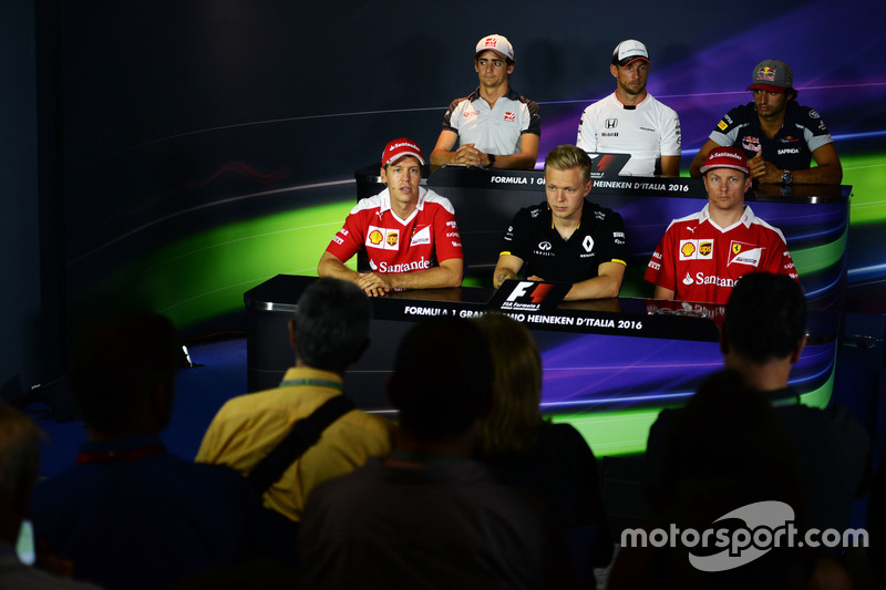 The FIA Press Conference (From back row (L to R)): Esteban Gutierrez, Haas F1 Team; Jenson Button, M
