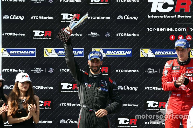 Podio: il vincitore James Nash, Team Craft-Bamboo, SEAT León TCR, secondo Mikhail Grachev, West Coas