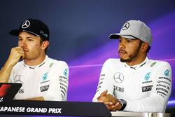 Nico Rosberg, Mercedes AMG F1 y su compañero Lewis Hamilton, Mercedes AMG F1 en la rueda de prensa d