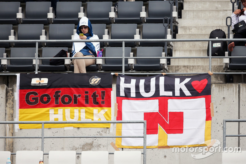 Fans in the grandstand and banners for Nico Hulkenberg, Sahara Force India F1